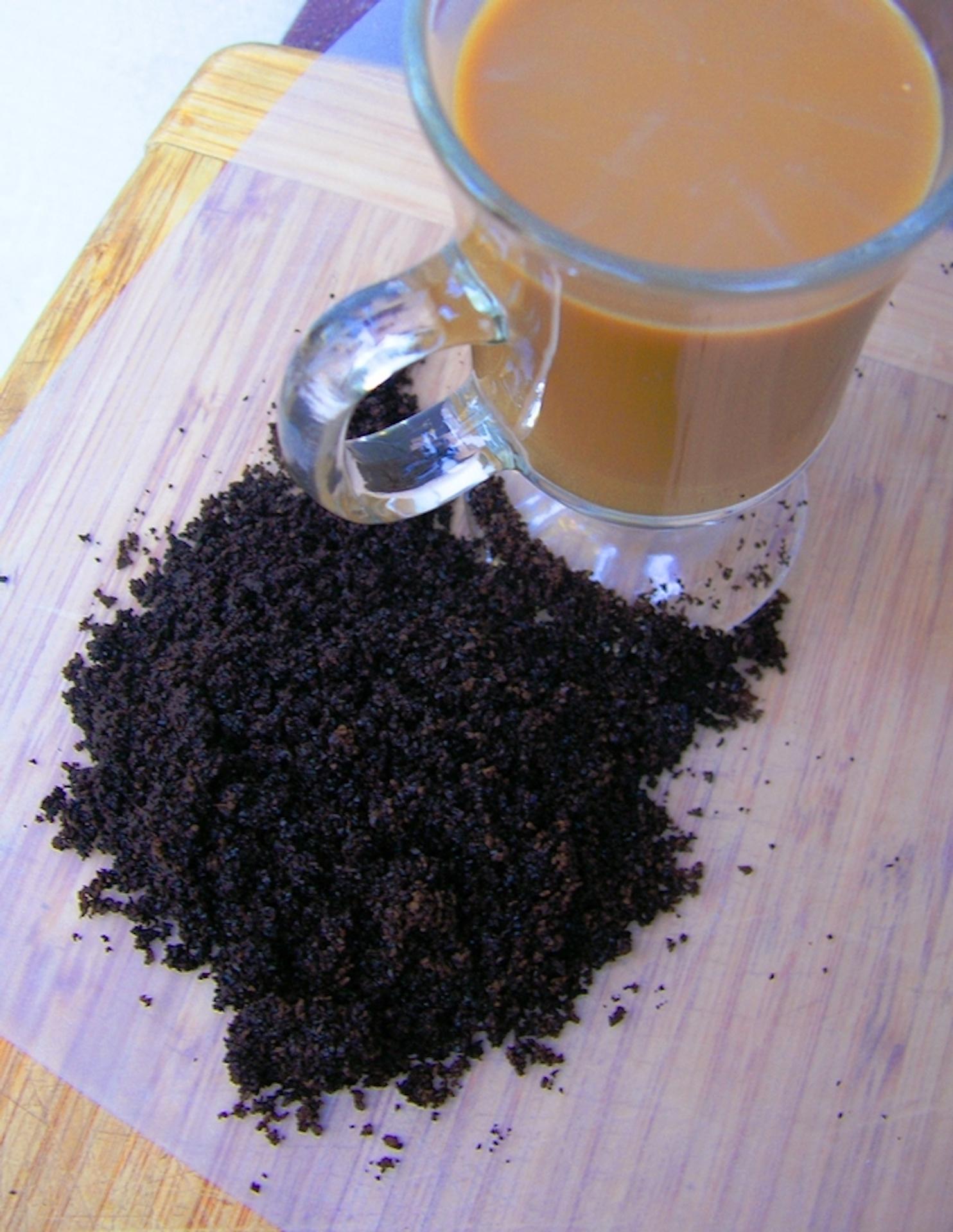 Tasse de café avec du marc de café.